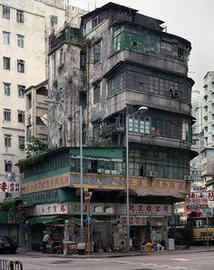 Hong Kong corner house- 'Architecture of Density', by Michael Wolf Cyberpunk City, Ville Cyberpunk, Cyberpunk Anime, Hong Kong Architecture, Architecture Design, Organic Architecture, Wolf Photography, Street Photography, House Photography