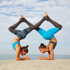 pingaea dilld'ascoli on acro  partner yoga poses