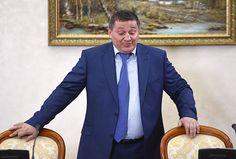 Залечь надно вБарнауле - http://russiatoday.eu/zalech-na-nbsp-dno-v-nbsp-barnaule/ Пропасть из поля зрения или «залечь на дно» проще всего человеку, не обремененному властью. Но порой это удается и министрам, и мэрам, и губернаторам. И почти всегда подобные исчезновения сопровождаю�