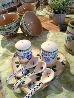 Clover Salt & Pepper cruets, with Medium Heart plate and spoons (only avail in shop) Nicholas Mosse Pottery - Ireland