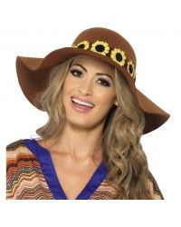 Floppy hat with daisy chain