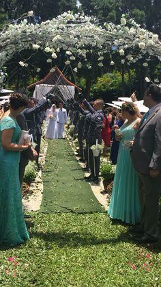 Cerimônia com teto de aço