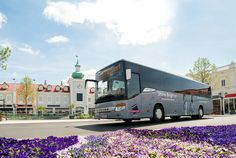 Designed for those who love to shop – take the Parndorf Shuttle bus to the Designer Outlet Parndorf and back to Vienna daily from Monday to Saturday City Pass, Der Bus, Love To Shop, Tour Guide, Day Trips, Vienna, Tours, Wallpapers, Shopping