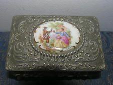 Starožitný viktoriánské kovové bižuterie krabice s ručně malované porcelánové medailon.