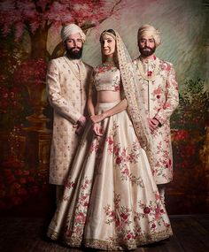 Check out Sabyasachi Bridal Lehenga designs collection that are perfect wedding lehenga for the bride to be. Look gorgeous in these elegantly crafted Sabyasachi Bridal lehengas. Indian Bridal Wear, Indian Wedding Outfits, Bridal Outfits, Indian Outfits, Indian Wear, Lehenga Designs, Mehndi, Henna, Sabyasachi Lehenga Bridal