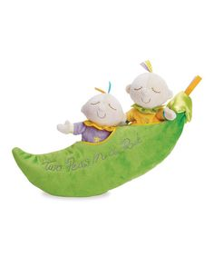 This precious pod holds two sweet pea pals inside that helps encourage imagination and nurturing skills in little learners. Supersoft and cozy, these fanciful friends feature silky fabrics and offer clever cuties lots of love.