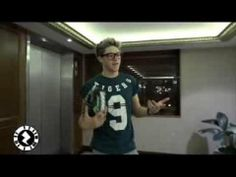 One Direction Day Playing Sports Montage. The part with Niall at the end was grand. Sexy Guys, Sexy Men, 1d Day, One Direction Videos, Save My Life, Larry Stylinson, Niall Horan, 7 Hours, Boys Who