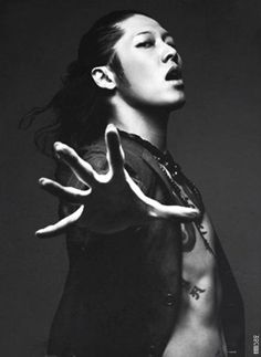 miyavi is the rock and roll god..period....I chose this pic to pin becuz this is so him...