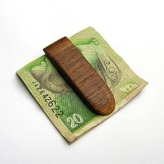 wlkr / Drevené spony na peniaze / Drevená spona na peniaze - orechová Money Clip, Wallet, Money Clips, Purses, Diy Wallet, Purse