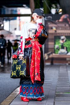 The Best Street Style From Tokyo Fashion Week Fall 2018 - Vogue Source by theresanuy fashion Asian Street Style, Tokyo Street Style, Street Style Trends, Japanese Street Fashion, Tokyo Fashion, Harajuku Fashion, Cool Street Fashion, Look Fashion, Street Style Women