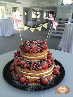 #Fruit #wedding #naked #cake #love #weddingcake #nakedcake #bakingmoments