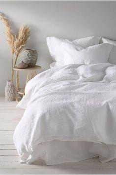 Home Interior Styles white bedding.Home Interior Styles white bedding Minimalist Bedroom, Minimalist Home, Bedroom Inspo, Home Decor Bedroom, Design Bedroom, Home Interior, Interior Design, Interior Colors, Design Design
