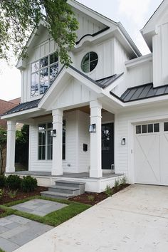 Metal building homes could have any exterior design you want. Because the main thing is durable metal construction, not the facade. Design Exterior, Exterior Siding, Exterior Colors, Building A Porch, Metal Building Homes, Building A House, Modern Farmhouse Exterior, Farmhouse Design, Farmhouse Style