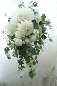 クラッチセミキャスブーケ センチュリーコート丸の内さまへ イチエッタほかお知らせいろいろ : 一会 ウエディングの花