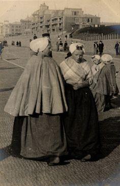 Street fashion photography, Holland: Scheveningen, 15th April 1906; Edward Linley Sambourne
