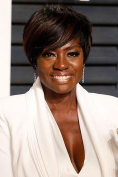 Viola Davis always looks chic, especially with the side-swept bangs featured front and center in this asymmetrical pixie cut. Pixie Cut With Long Bangs, Layered Pixie Cut, Very Short Bangs, Asymmetrical Pixie Cuts, Short Hair Cuts, Short Hair Styles, Cut Bangs, Short Pixie Haircuts, Haircuts With Bangs