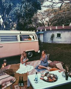 Scout the Kombi drove all the way up to Byron from South Aus  so we treated her to a backyard soiree✨ what a night @elisecook @downtherabbitholewines