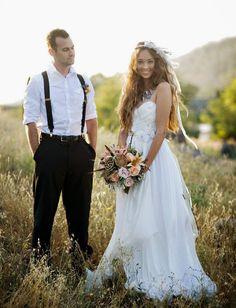 bohemian bride and groom boho feather wedding inspiration Wedding Fotos, Wedding Pics, Wedding Trends, Wedding Bells, Boho Wedding, Wedding Styles, Dream Wedding, Wedding Day, Wedding Dresses
