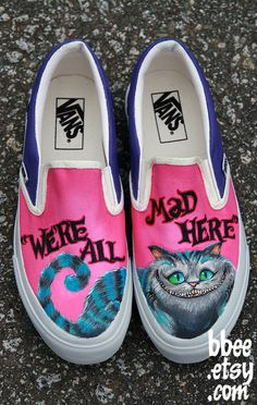 Alice In Wonderland hand painted shoes. I want to get some canvas shoes and make them. Not usually one for Vans, but I would definitely wear these. Cat Shoes, Shoe Boots, Rain Boots, Basket Espadrille, Alice In Wonderland Shoes, Tenis Vans, Sneakers Adidas, Canvas Sneakers, Vans Sk8