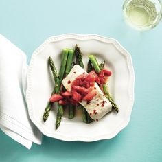 Roasted halibut with rhubarb-bacon jam. Most interested in the bacon rhubarb jam, but the recipe also includes how to prepare the halibut. Halibut Recipes, Fish Recipes, Seafood Recipes, Cooking Recipes, Seafood Dishes, Asparagus Bacon, Asparagus Recipe, Prosciutto, Best Rhubarb Recipes