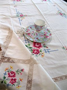 Gorgeous Tablecloth Roses Cross Stitch Crochet by mailordervintage