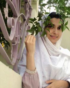 Image may contain: one or more people and flower Abaya Designs, Kurti Designs Party Wear, Simple Frocks, Embroidery Suits Punjabi, Shirt Embroidery, Nimrat Khaira, Punjabi Models, Actress Priyanka, Girl Photo Shoots