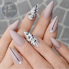 paznokcie matowe nude z cyrkoniami swarovskiego