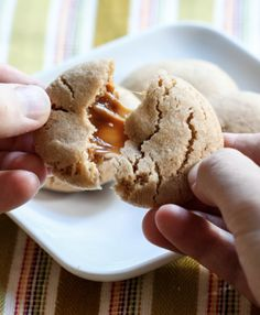 I'm Melllllltingggg! Caramel Stuffed Apple Cider Cookies #fall