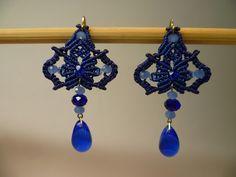 Boucles d'oreilles en macramé bleu et perles de verre