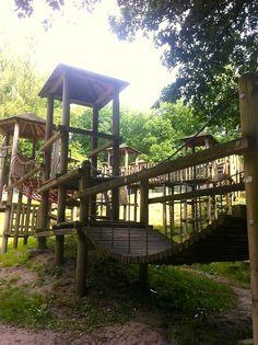 Speeltuin de Leemkuil, schitterend gelegen in het groen van Nijmegen. Waar kinderen nog écht spelen en achter elke heuvel een nieuw avontuur kunnen ontdekken.