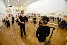 Curso balé clássico intermediário, com Ilara Lopes. Crédito: Dashmesh Photos/Claudia Baartsch