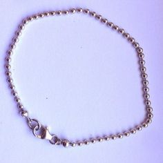 What a simple bracelt. You can combine it to everything