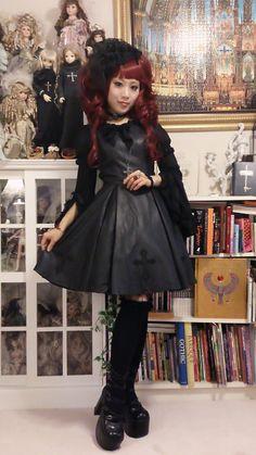 The 14 day Moitie Challenge: daily_lolita Lolita Fashion, Emo Fashion, Gothic Fashion, Fashion Outfits, Steampunk Fashion, Fashion Ideas, Gothic Corset, Gothic Lolita, Lolita Style