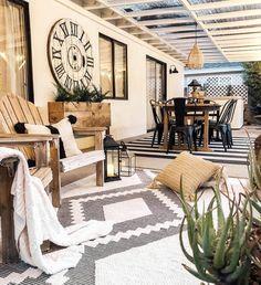 Deck Furniture, Outdoor Furniture Sets, Farmhouse Front Porches, Patio Design, Porch Decorating, Modern Rugs, Farmhouse Decor, Farmhouse Style, New Homes