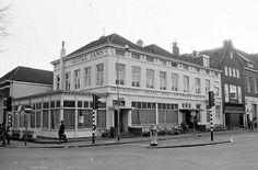 Hotel Jans, op de Stationsstraat. Hier kreeg ik de uitslag van mijn examen na er het mondelinge deel te hebben gedaan.