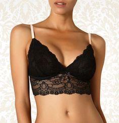 Trójkątny biustonosz bez zapięcia - Amaryllis |  Triangle wireless -  Amaryllis 99PLN #biustonosz #trójkątny #miękki #koronka #czarny #seksowny #bielizna #triangle #bra #black #lingerie #lace #sexy #romantic #wireless #intimate #britney_spears