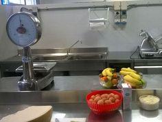 Le porte del Centro Cottura di Ponte a Egola (San Miniato) sono state aperte oggi, sabato 21 novembre, alla stampa per mostrare i frutti di un lavoro che da anni porta nelle scuole cibo sano e adeguato alle esigenze degli alunni. 1.820 utenti, 1.400 pasti serviti settimanalmente per 16 scuole, 8 servizi d'infanzia e 3 […]