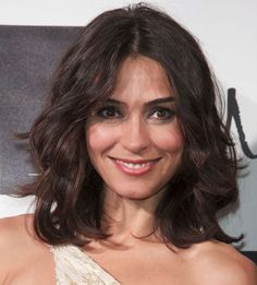 Medium-Length Hairdos Perfect for Thick or Thin Hair: Shoulder-Length Looks Great Wavy