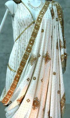 Greek royal dress w/ elaborate designs & golden patterns www. Greek clothing consisted of the chiton, peplos, himation, & chlamys. Historical Costume, Historical Clothing, Historical Romance, Historical Fiction, Greek Fashion, Roman Fashion, Greek Inspired Fashion, Vintage Outfits, Vintage Fashion