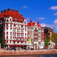 The Swedish capital looking like the Riviera last weekend! #ohlala #architecture #hotels #building #bluesky #fint #vädret #finavädret #welcometosweden #nordic #scandinavia #weekend #instasweden #instasun #instastockholm #capital #stockholm #sweden #visitsweden #destinations #visitstockholm #sverige #svensk #redcanopies #city #swedish #sweden