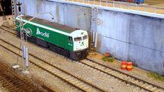 Locomotora diesel 321 adscrita al parque de mantenimiento del gestor de infraestructuras ferroviarias ADIF. Escala H0.