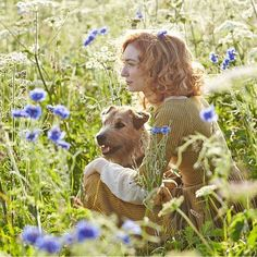 Eleanor Tomlinson as Demelza Poldark and her dog Garrick. Poldark Cast, Poldark 2015, Demelza Poldark, Poldark Series, Ross Poldark, Winston Graham, Eleanor Tomlinson, Aidan Turner, Another Man