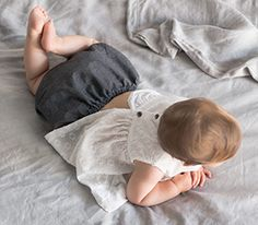 The very best Baby Fashion brands are available on Smallable, the Family Concept Store. Discover our large and beautiful selection of Girl Bloomers .