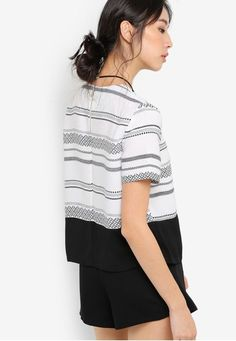 Printed Boxy Top from Something Borrowed in white_2