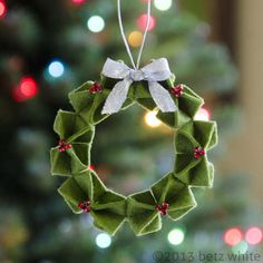 Felt origami wreath ornament PDF pattern by Betz White Christmas Diy Xmas, Christmas Projects, Felt Crafts, Handmade Christmas, Holiday Crafts, Holiday Tree, Decoration Christmas, Felt Christmas Ornaments, Noel Christmas