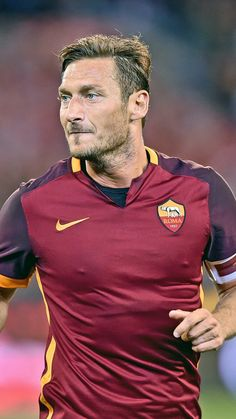 #footballer #roma #francesco totti #sport #wallpaper #lockscreen #mobile #android #ios #infinitywallpaper Totti Francesco, Infinity Wallpaper, Wallpaper Lockscreen, Best Funny Pictures, Ios, Android, Football, Sports, Fashion