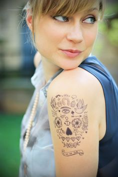 Photo by artlex - Tatouage temporaire - Crâne calavera - http://www.bernardforever.fr/products/la-vie-est-belle