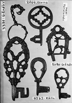 Viking Woman, Viking Age, Viking Museum, Vikings Live, Witch Queen, Germanic Tribes, Old Keys, Key Lock, Viking Jewelry
