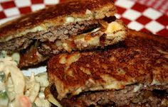 Deep South Dish: Classic Patty Melt could be a panini Beef Dishes, Food Dishes, Main Dishes, Tostadas, Meat Recipes, Cooking Recipes, Hamburger Recipes, Dinner Recipes, Gastronomia