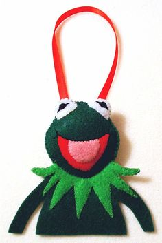 kermit felt ornament. i wish i could sew. someone make me this please!